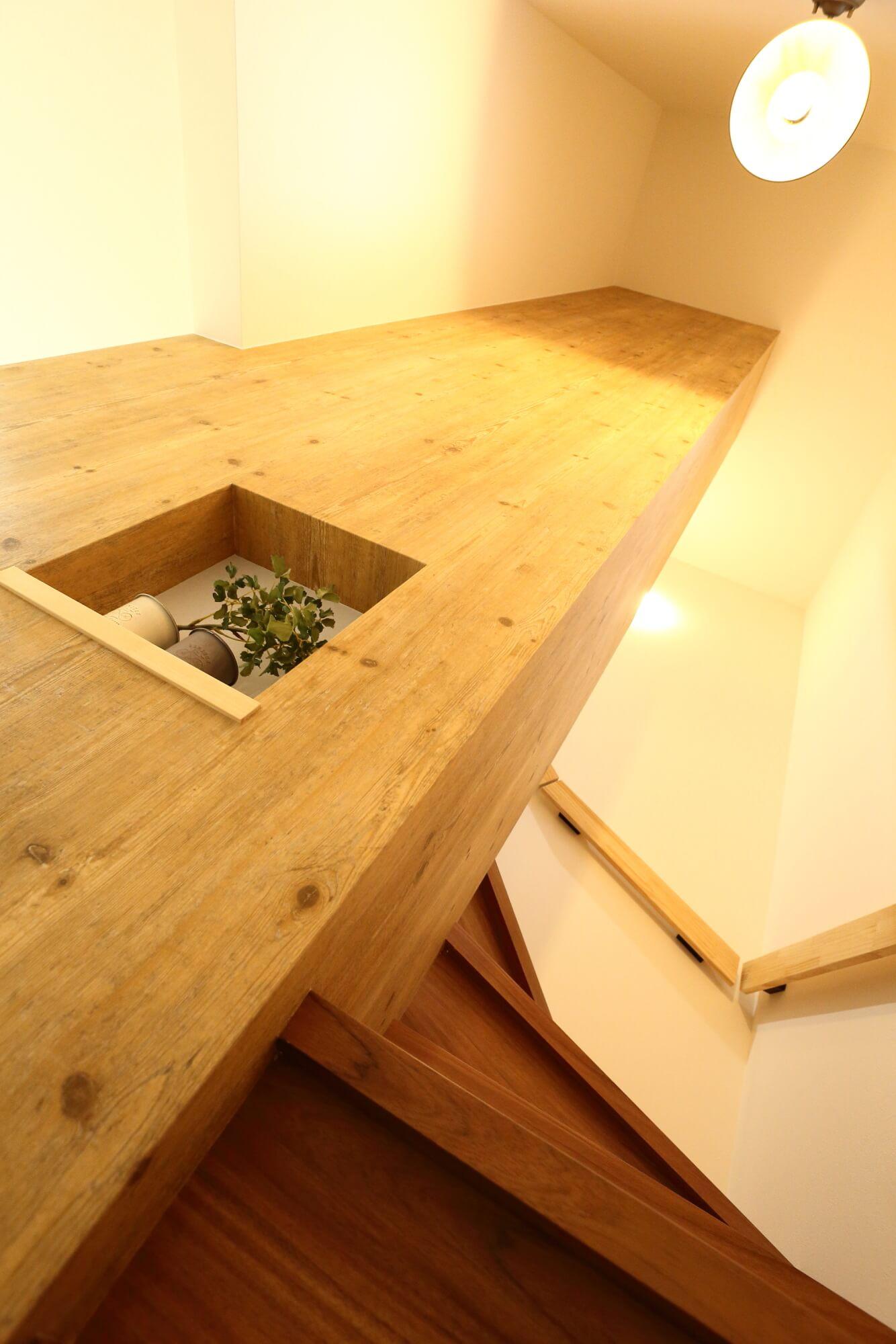 階段と壁収納